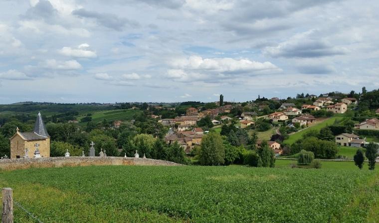 Pouilly le Monial vu du hameau de Grave